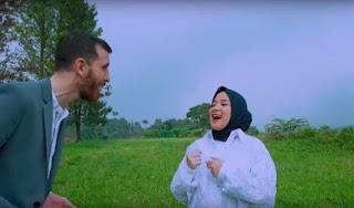 Al Barq Al Yamani - Nissa Sabyan ft Adam Ali (Lirik Lagu dan Terjemahan)