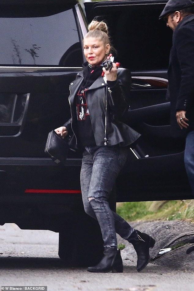 StarrLab: Fergie embraces her rocker chic style in black