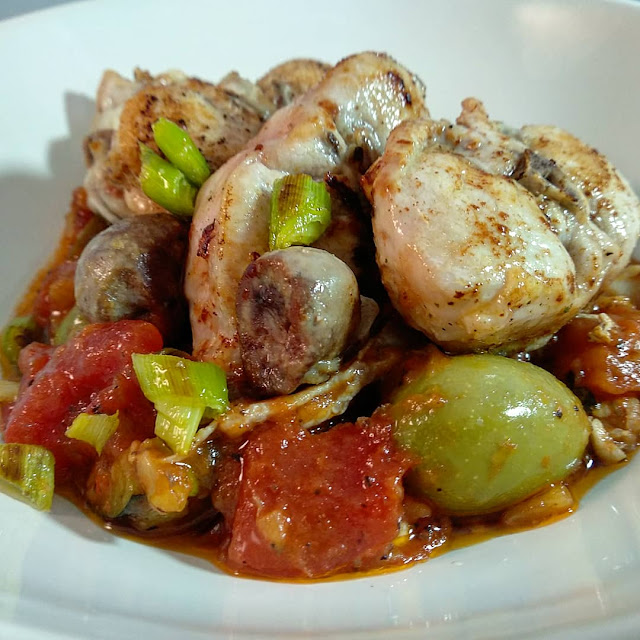 lloms de conill amb samfaina i olives