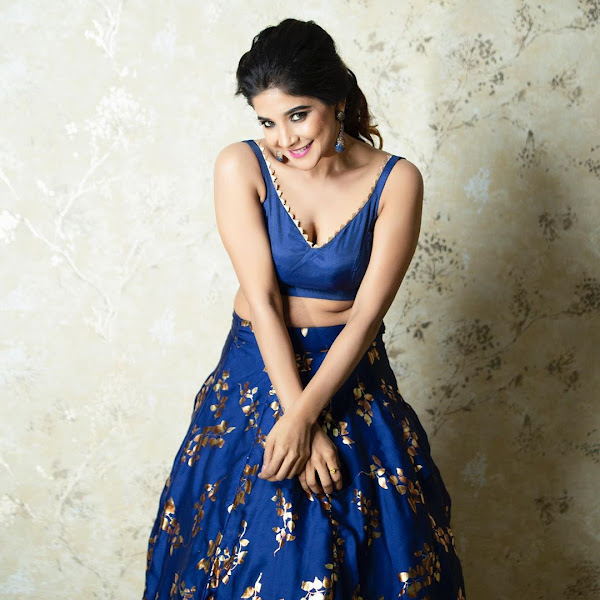 Bigg boss actress navel pics