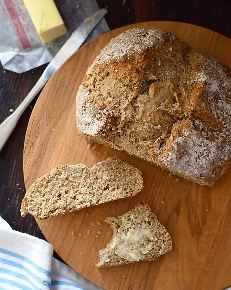 Pan casero hecho con bicarbonato de sodio en lugar de levadura