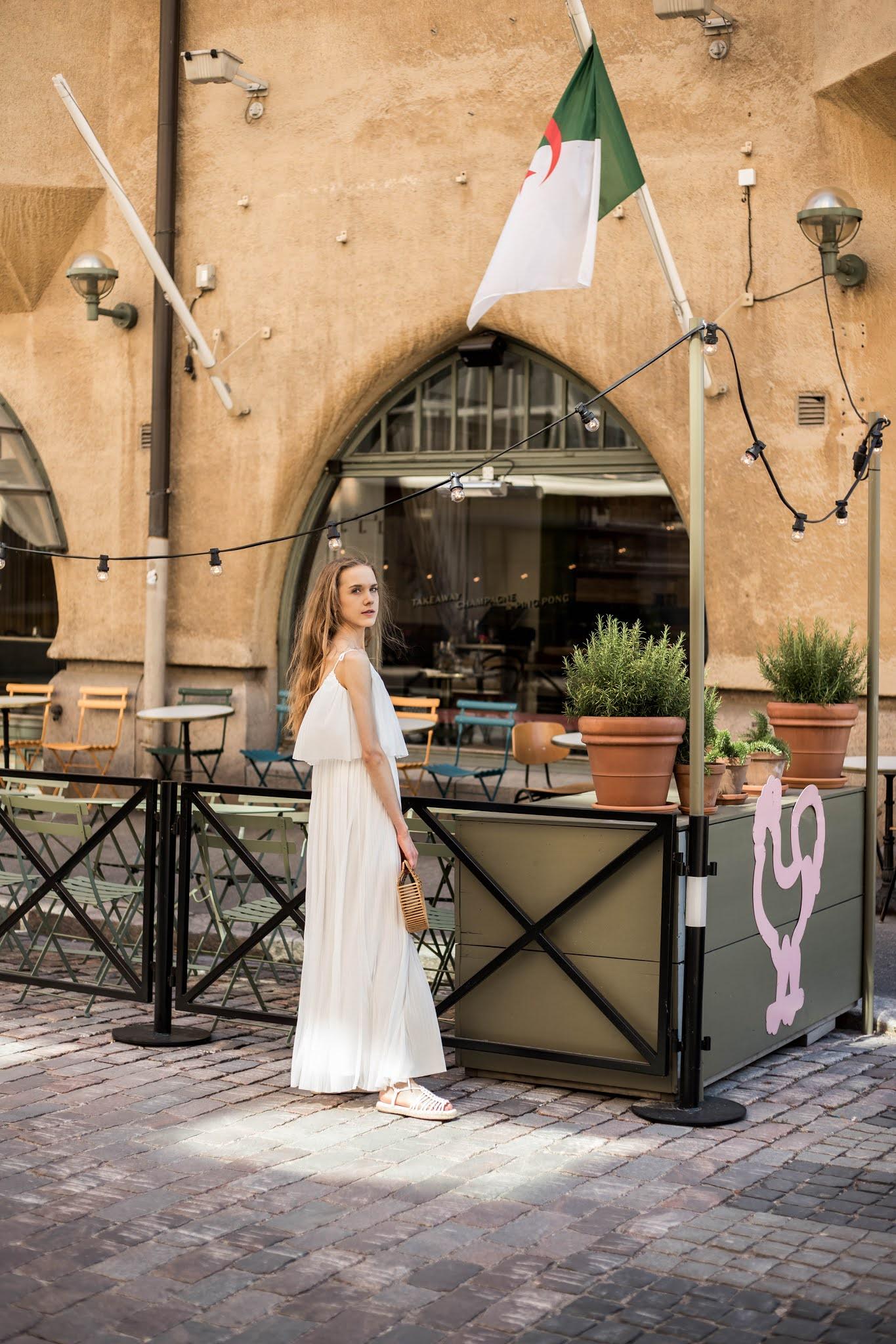 Inspiraatiota kesäpukeutumiseen: valkoinen maksimekko // Summer outfit inspiratio: white maxi dress