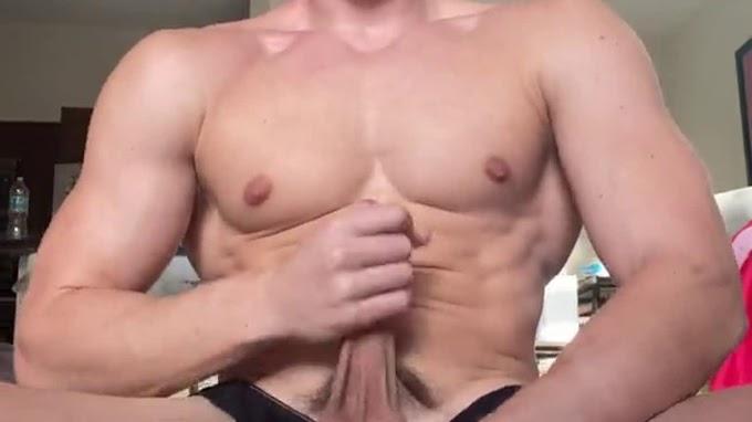 Reno Gold (renogold) – I got so horny I sucked The precum off my own dick