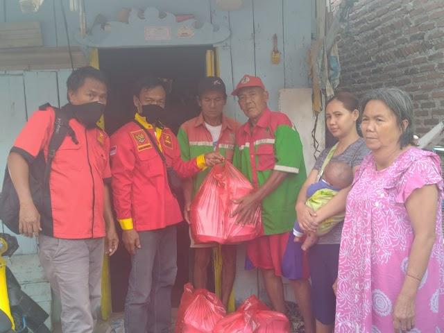 Peringati May Day Ditengah Pandemi Corona, SPD- Bravo5 Bagikan Nasi Ayam Untuk Buruh dan Rakyat Miskin Lampung