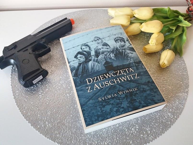 """""""Dziewczęta z Auschwitz"""" - Sylwia Winnik, """"Nie róbcie mu krzywdy"""" - Filip Skrońc"""
