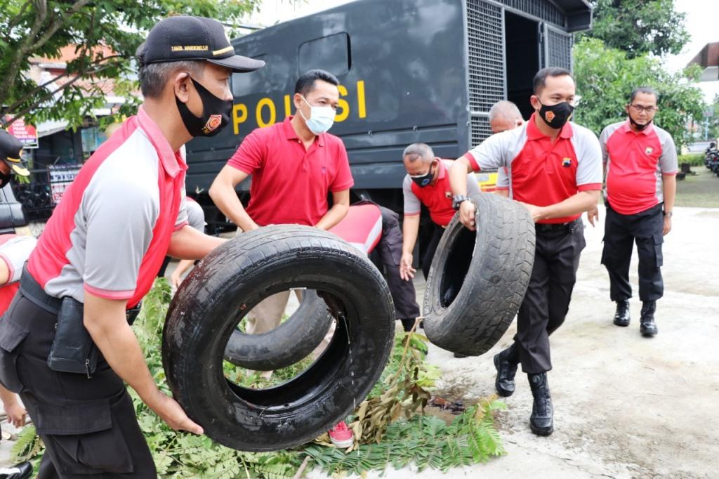 Jumat Bersih, Polres Kebumen Gelar Kerja Bakti