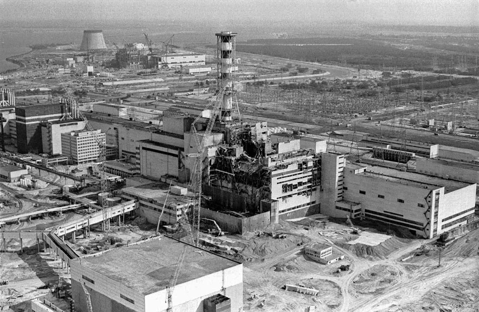 An aerial view of the damaged Chernobyl nuclear plant undergoing repair and containment work in 1986.