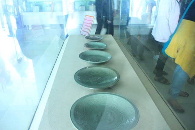 Piring Jaman Kuno di Museum Balaputra Dewa