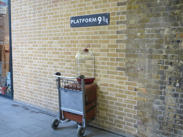 9 3/4 Platform at King's Cross Harry Potter Places to visit