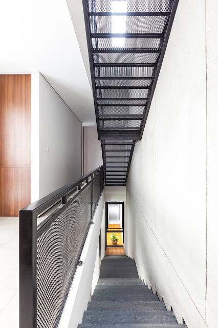 Biệt thự hiện đại tránh nắng tốt nhờ thiết kế đơn giản mà hiệu quả