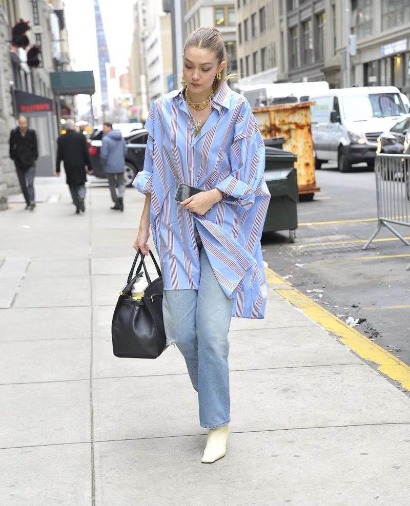 Gigi Hadid Clicked Outside in New York 5 Feb-2020