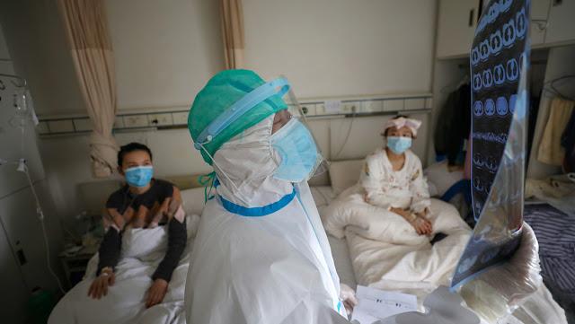Descubren una inusual manera de aliviar a los pacientes graves con covid-19