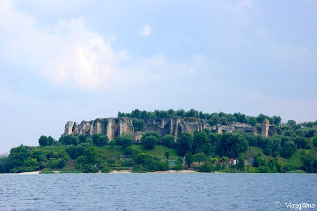Grotte di Catullo viste dal Lago