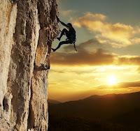 Los emprendedores natos se sienten insatisfechos como empleados, seguidores o consumidores. Quieren construir y expandir sus empresas. La mayoría de los emprendedores aspirantes lo llevan en la sangre: nacieron para emprender, tanto que cualquier otra cosa en la vida no podría satisfacerlos. Se sienten insatisfechos como empleados, seguidores o consumidores. Quieren crear, construir y expandir sus propias empresas, y están llenos de pasión y voluntad. Estos son 50 hábitos de las personas que nacieron para emprender. ¿Cuántos posees tú? 1. No puedes estar quieto. Sientes la inquietud de estar creando cosas, y cosas grandiosas. 2. Siempre se te ocurren ideas.