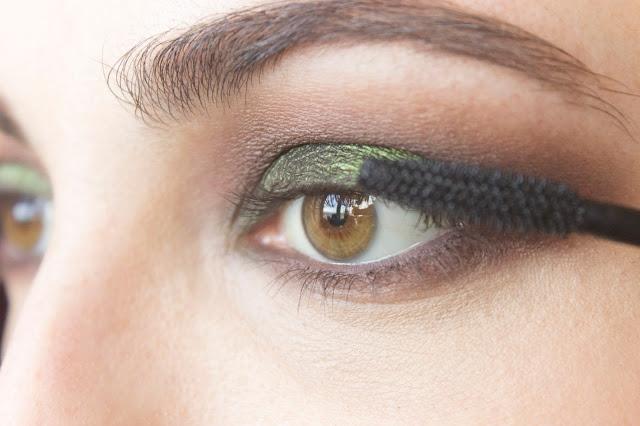 Макияж глаз с зелёным акцентом: шаг 10