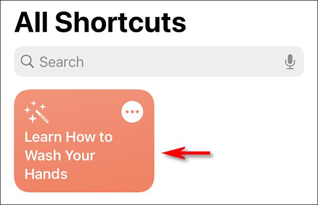 في الاختصارات على iPhone أو iPad ، اضغط على الاختصار لتشغيله.