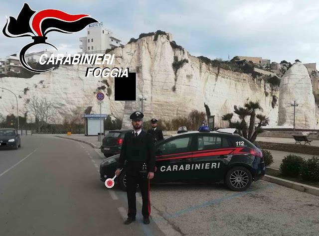 Spaccia droga, sorpreso dai Carabinieri tenta la fuga ma cade rovinosamente in terra e si frattura il femore. Giovane di Vieste catturato e arrestato