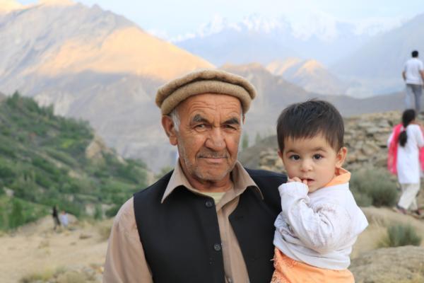 Bộ lạc sống thọ và có nhiều phụ nữ đẹp nhất thế giới, 60 tuổi vẫn có thể sinh con 5