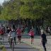 Millones de habitantes salen a pasear y hacer deporte en España .