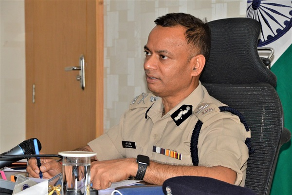 faridabad-police-commissioner-op-singh-awarded-856-policemen