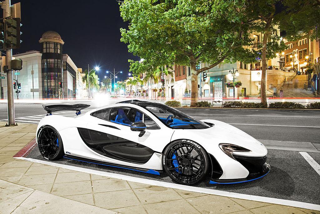 White Blue_McLaren_P1_in_Beverly_Hills_%252819654787303%2529