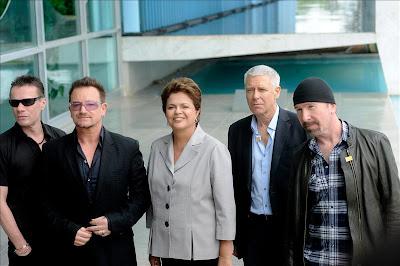 U2 y la presidenta brasileña, Dilma Rousseff, abril 2011