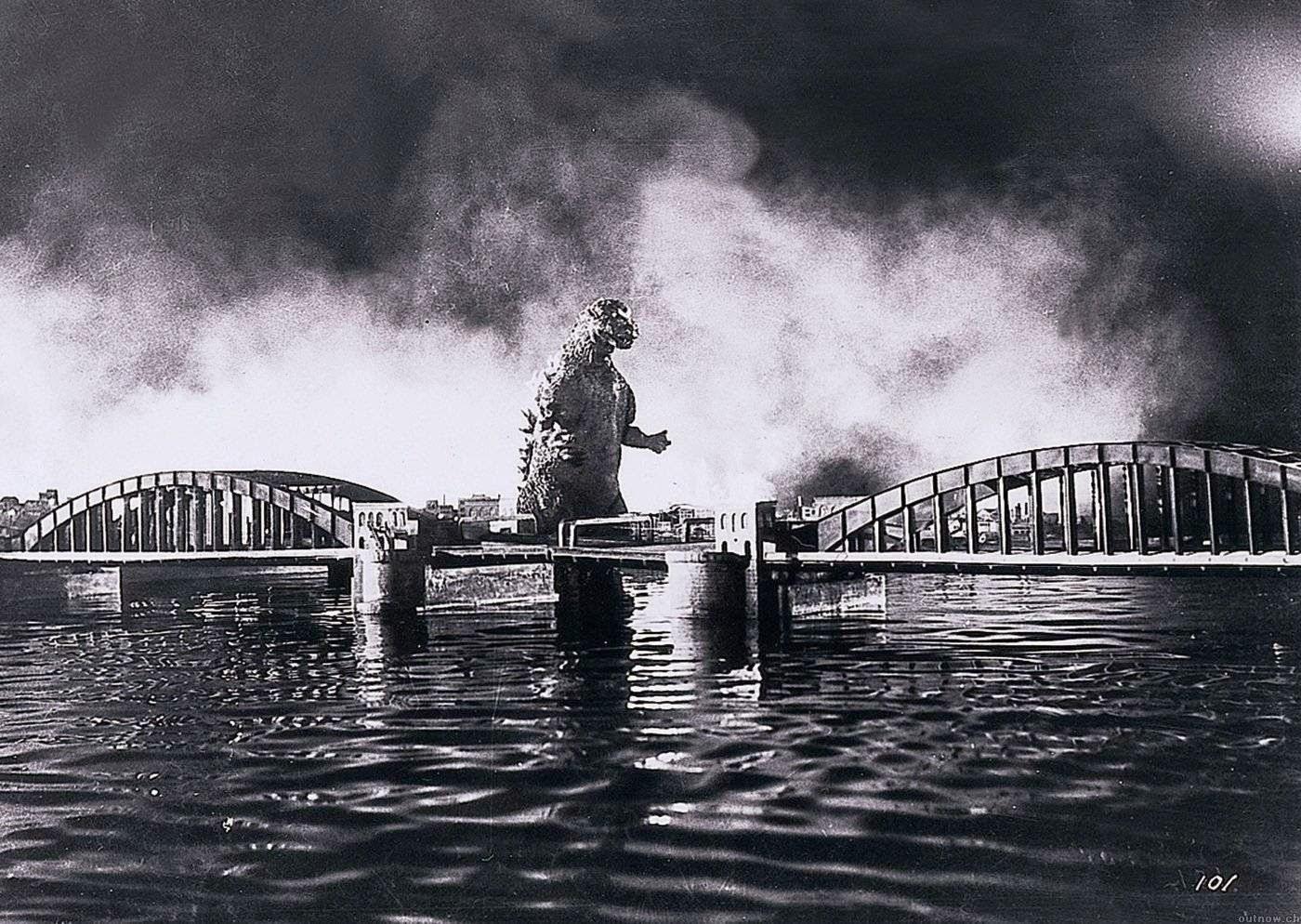 Godzilla en blanco y negro en la bahía de Tokio