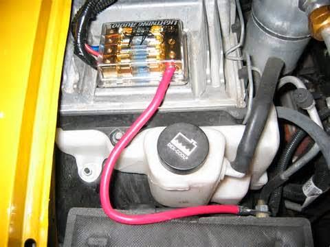 Capasitor bank atau umum di sebut CAPBANK yaitu himpunan komponen capasitor untuk penyimpan arus sesaat. Didunia otomotif capasitor bank ini benar-benar dikenal di kelompok audio lantaran ketangguhanya dalam lebih tinggi dentuman bass/suara rendah. Namun didunia motor banyak yang menggunakan untuk menghindar aki tekor.