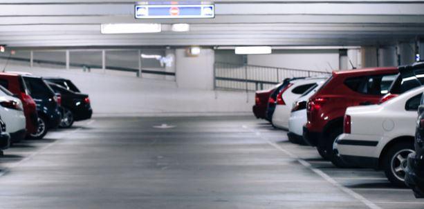 Tips Memarkirkan Mobil yang Baik dan Benar