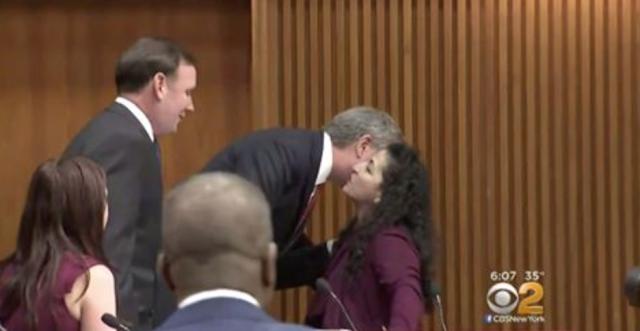 De Blasio Faces Criticism For Kissing Women Lawmakers Hello