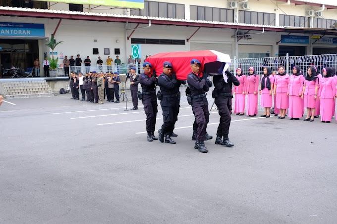 Jenazah Bharatu Doni Priyanto, Korban Kontak Senjata Papua Tiba di Bandara Juanda
