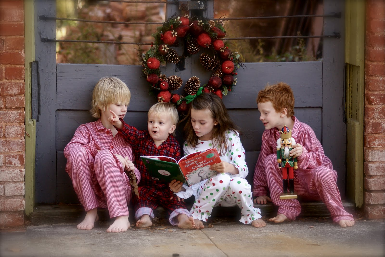 Christmas Pajamas Photoshoot.Christmas Photo Shoot Ideas For Creative People