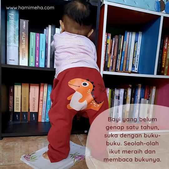 Bayi baca buku