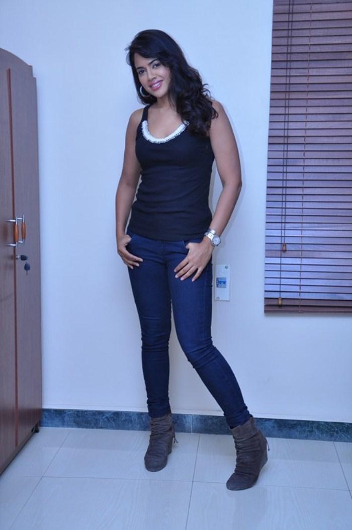 Sexy Sameera Reddy Photo