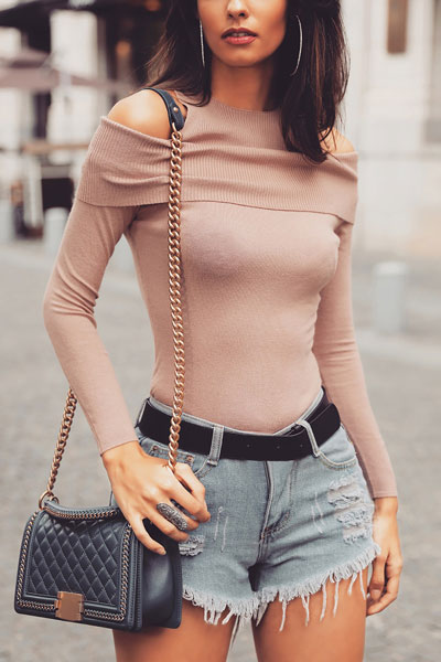 Looking for casual winter outfits? Consider these 23 Fabulous Winter Outfits To Get You Through The Season with Style. Fashion for Women via higiggle.com | street style with knit sweater | #winter #fashion #shorts