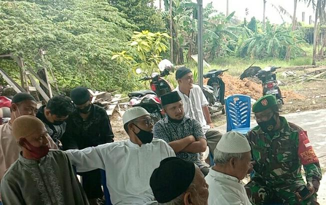 Danramil Bersama Babinsa 01/Ranai Melayat ke Rumah Duka Yang Meninggal Karena Stroke