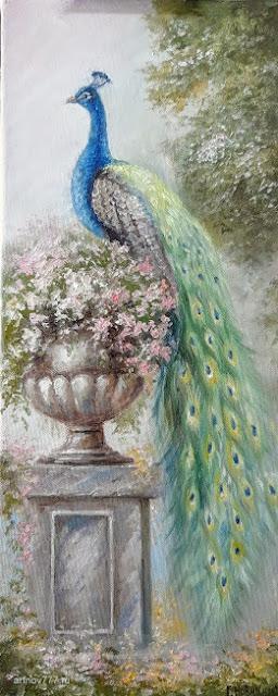 Павлин и ваза с цветами