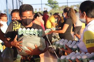 GOV. NEWTON BELLO-MA: Prefeitura realiza doação de alimentos para população carente do município.