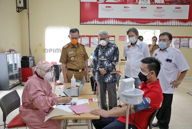 Fahrizal Darminto Tnjau Pelaksanaan Vaksinasi Covid-19 Gotong Royong di Lampung.lelemuku.com.jpg