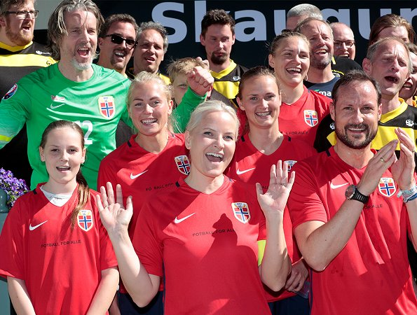 Crown Prince Haakon, Crown Princess Mette-Marit, Princess Ingrid Alexandra and Prince Sverre Magnus played football match