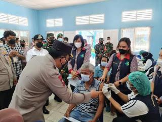 Tinjau Gebyar Vaksinasi Massal di Simalungun, Kapoldasu Himbau Masyarakat Tetap Patuhi Prokes 5M
