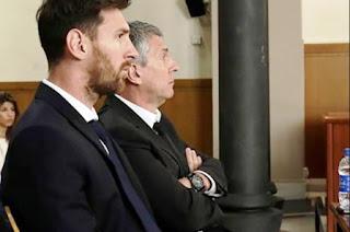 Según informó El Periódico de Cataluña, los Messi fueron encontrados culpables de estafar al fisco español por un total de 4,5 millones de dólares durante los años 2007, 2008 y 2009.
