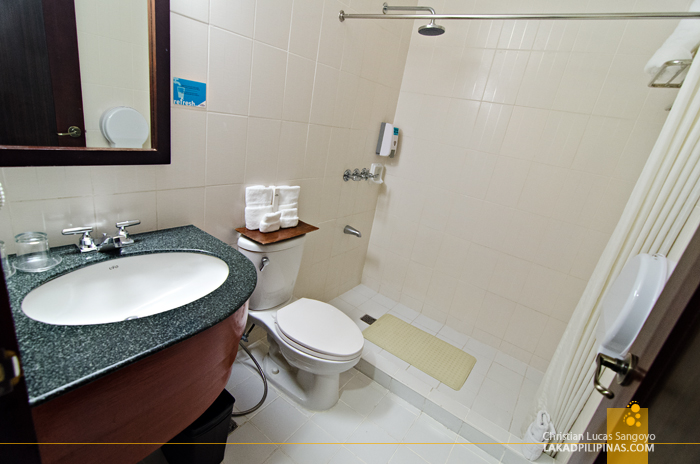 Microtel Cabanatuan Toilet and Bath
