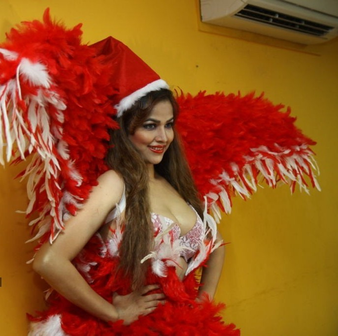 Tanisha Singh in Christmas dress