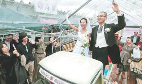 近藤峻さん中野磨弓さん・おおふなと夢商店街結婚式