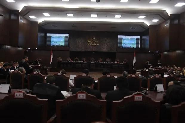 Hakim MK Minta KPU dan Tim Hukum 01 Tak Memaksa Hakim Buat Keputusan