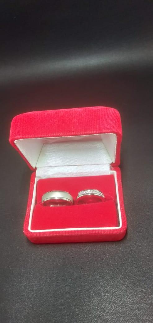 cincin pernikahan vintage