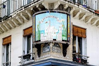 """Paris : Enseigne """"Au Beau Cygne"""", décor urbain pittoresque de la Belle Epoque, ouvrage de céramique en danger à l'angle des rues Saint-Denis du Cygne - Ier"""