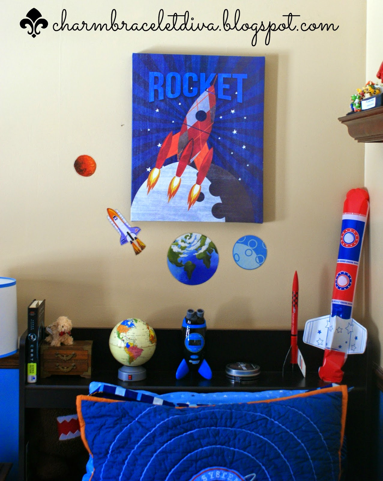 Target rocket canvas wall art