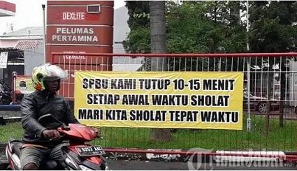 Sebuah SPBU di Bandung Tutup Menjelang Waktu Shalat untuk Berjamaah